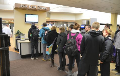 Students lined up to get into the cafeteria Monday night. Brad Farrell/Winonan