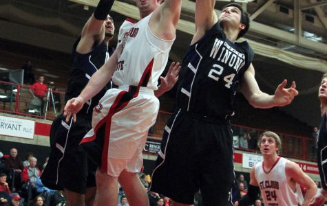 Winona State breaks 14 game win streak with loss against St. Cloud