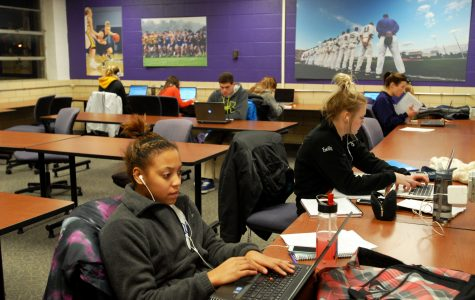 Student-athletes study in Wabasha Hall. ALYSSA GRIFFITH
