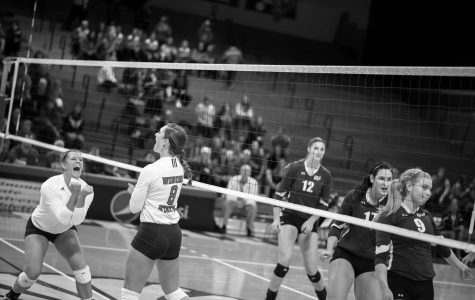 Warrior volleyball drops two conference matches