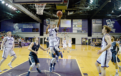 Men's basketball 7-7 in conference play after weekend