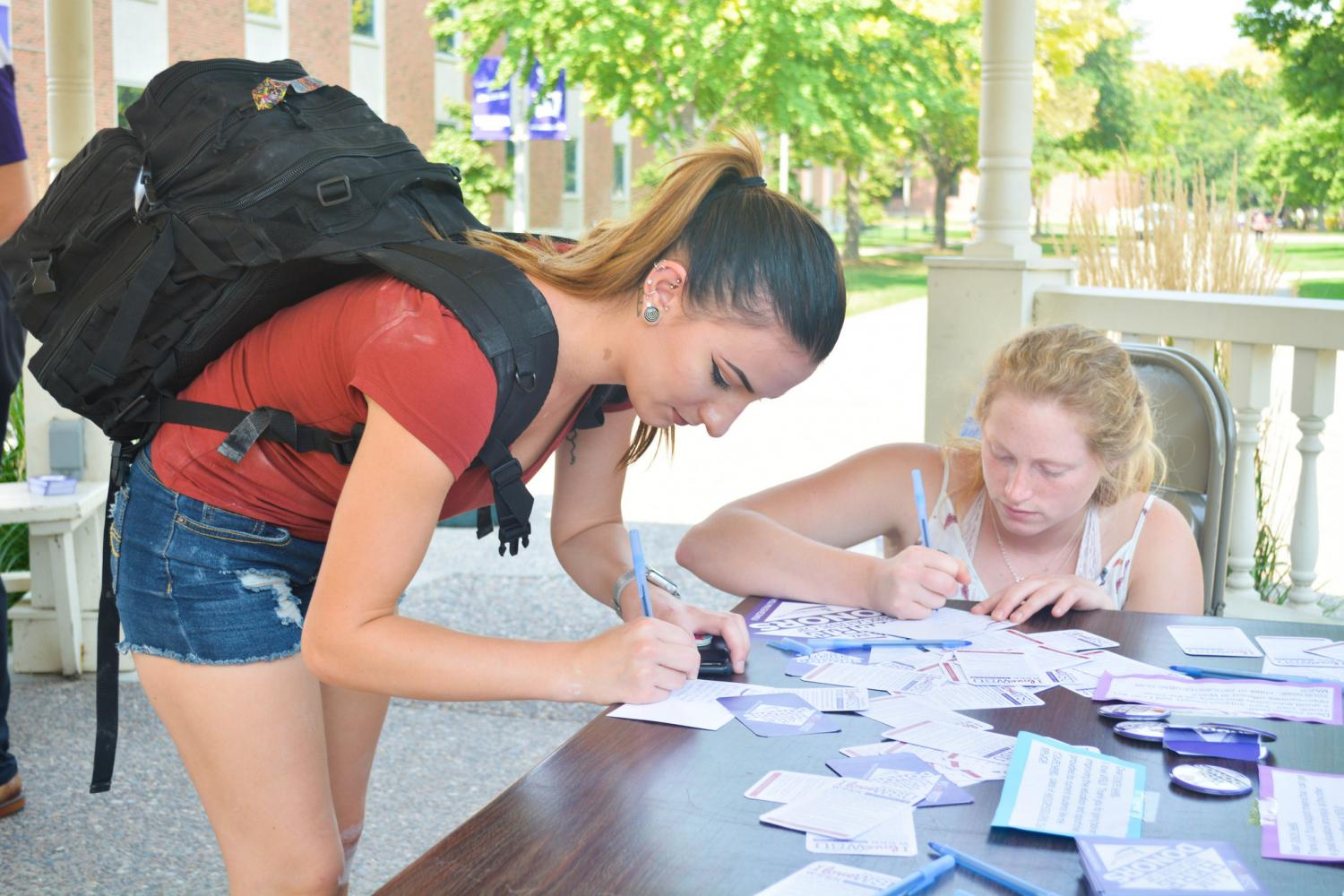 Left+to+right%3A+Seniors+Samantha+Reichert+and+Kamille+Flandrena+wrote+letters+to+donors.+The+Alumni+Association+asked+students+to+fill+out+postcards+to+donors+and+the+students+were+rewarded+with+free+ice+cream.+