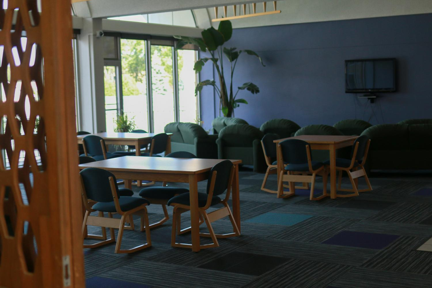 The lounges in Maria have incorporated the house colors in their new paint and carpet. Blue-green is in the first and second floor lounges for Eridanus house, and purple is in the third and fourth floors for Octans house. Students say it makes the dorm feel more like home.