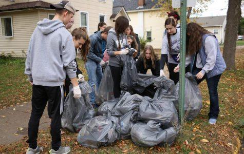 Student volunteers clean up campus, community
