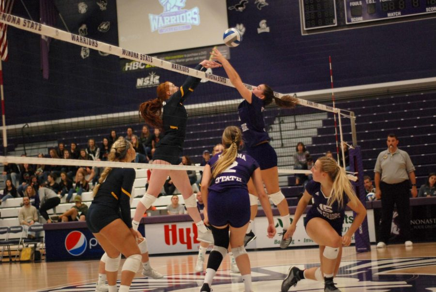 Teammates+watch+as+sophomore+Bre+Maloney+attempts+to+block+a+spike+from+Augustana+University+on+Friday%2C+Sept.+21+in+McCown+Gymnasium%2C+the+Warriors+won+with+a+score+of+3-1.
