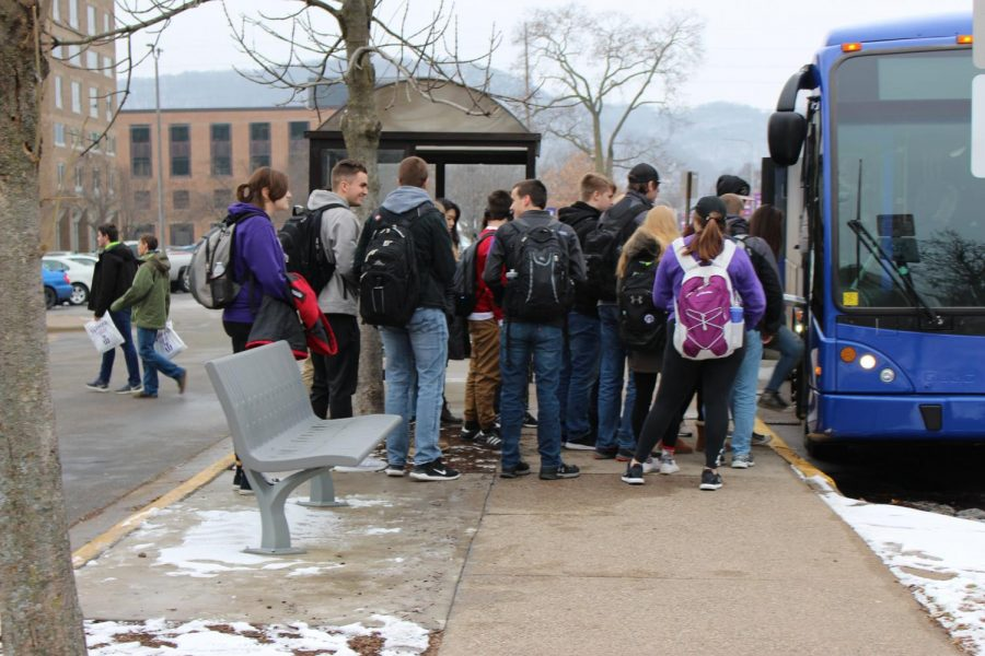Winona+State+University+students+wait+in+line+to+get+on+the+shuttle+to+west+campus.+There+have+been+some+inconsistencies+with+the+shuttle+system+that+have+been+inconveniencing+students.