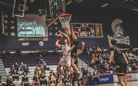 Men's basketball extends winning streak to four
