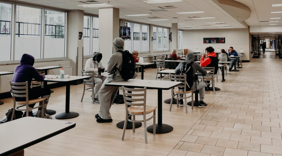 Students hanging out by Zane's food court following social distancing guidelines. On Oct. 11, Winona State's active positive COVID-19 cases increased by 30 cases alongside quarantine and isolation.